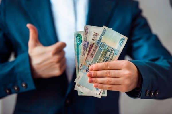 На сколько и каким категориям граждан повысят зарплату в 2020 и 2021 годах