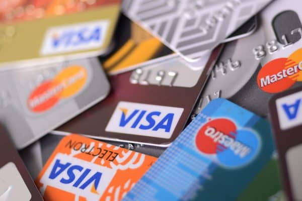 Как банки «возвращают» кешбэк клиентам, и откуда берутся деньги на это