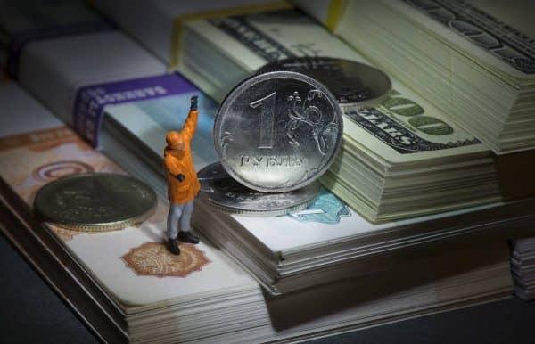 Почему россиян призывают запасаться валютой после скачка цен на нефть?