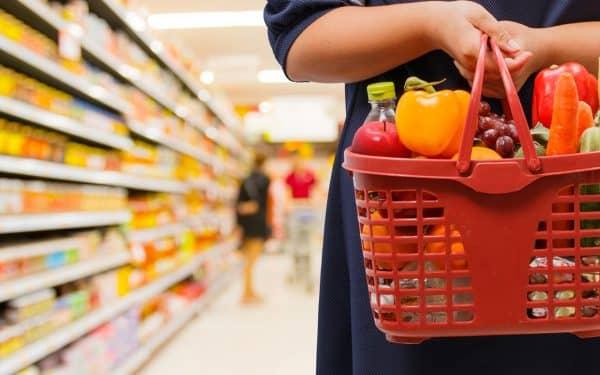 Почему россияне все чаще стали жаловаться на высокие цены на продукты и авиабилеты