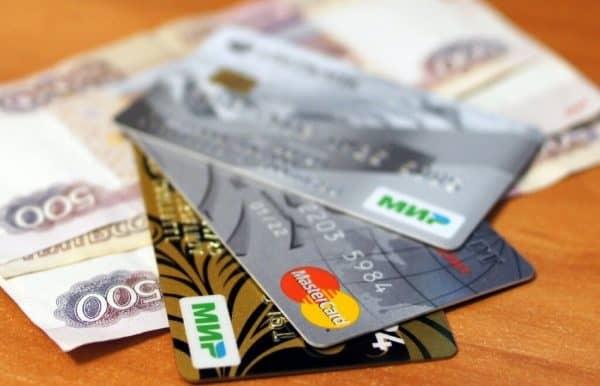 Какие скрытые риски есть у кредитных карт, и почему погашать долг по ним минимальными платежами опасно