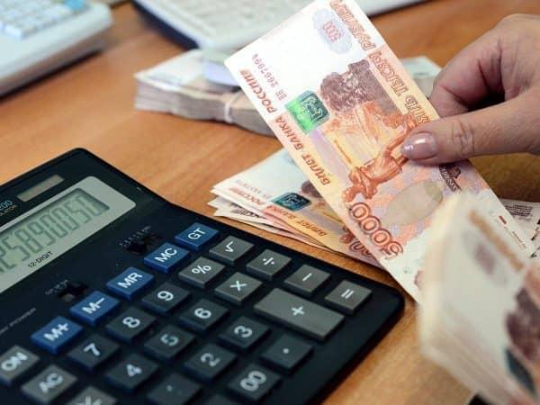 Снижение налогов для россиян с низкой зарплатой: что думает об этом правительство?