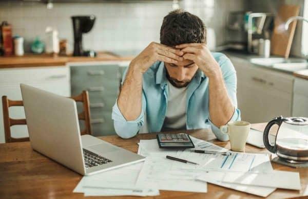 5 основных причин, почему большинство людей живут не по средствам и не в состоянии экономить