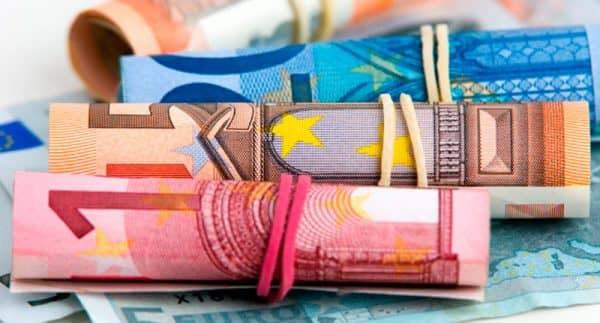 Доля участия мировых валют в обороте 2015