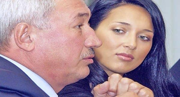 О чем должна помнить дочь нефтяного магната Алсу, когда называет россиян гиенами